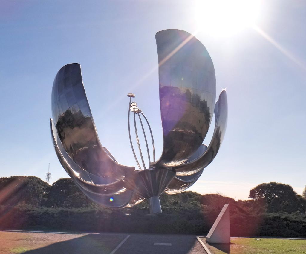 destinos de viagem de verão flor metálica de buenos aires floralis generica escultura cartao postal de buenos aires na argentina