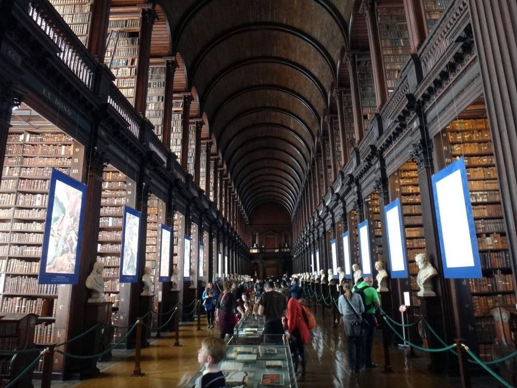 trinity college library 1024x768 - O que fazer em Dublin - parte 1