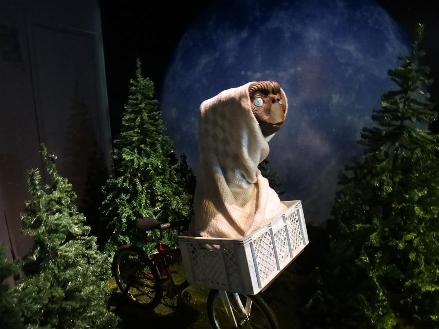 estatua do et no museu de cera do gramado