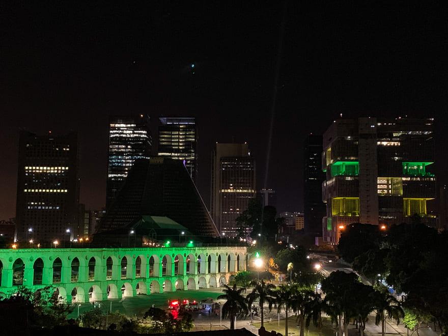 selina lapa rio de janeiro vista noite rooftop - Lugares para conhecer no Rio de Janeiro de graça - 70 ideias